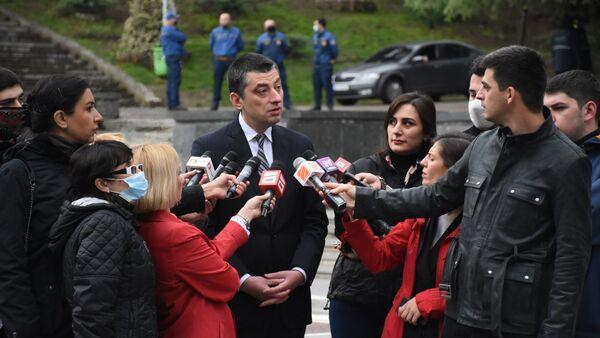 Премьер-министр Грузии Георгий Гахария дает интервью журналистам - Sputnik Грузия