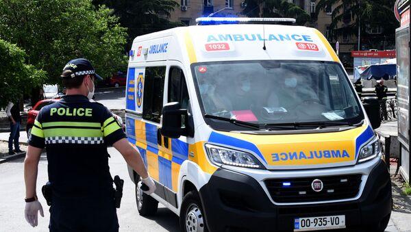 Скорая помощь 112 и патрульная полиция на месте чрезвычайного происшествия - Sputnik Грузия