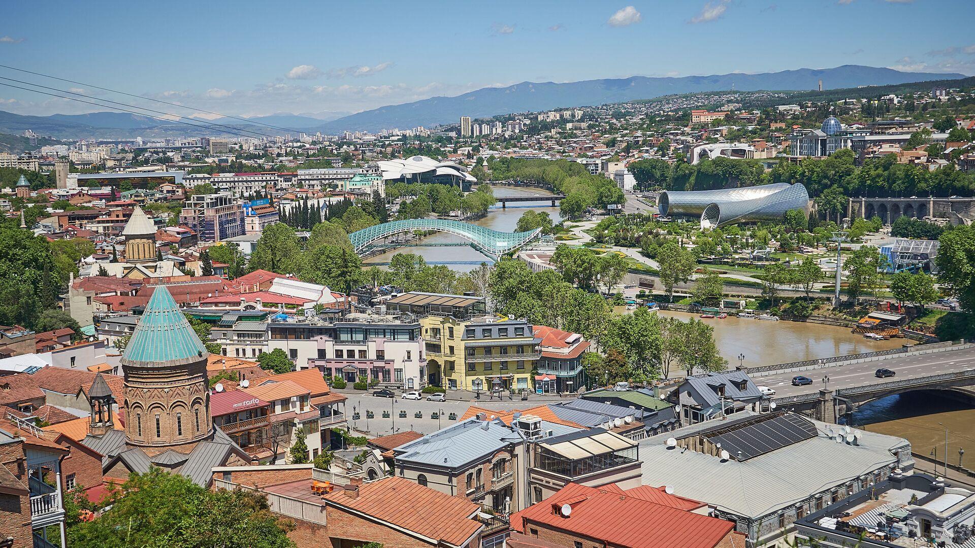 Вид на город Тбилиси - исторический центр набережная реки Кура и мосты - Sputnik Грузия, 1920, 09.03.2021