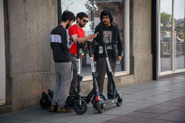 Первые десять минут поездки на скутере бесплатны  - Sputnik Грузия