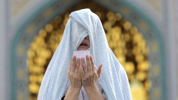 Верующая во время празднования Ид-аль-Фитра в Иране  - Sputnik Грузия