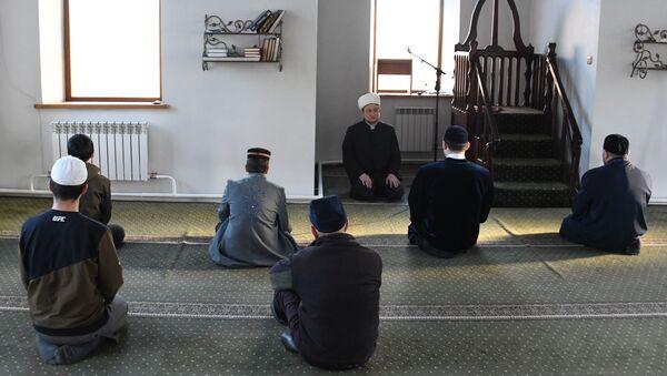 ლოცვა მეჩეთში - Sputnik საქართველო