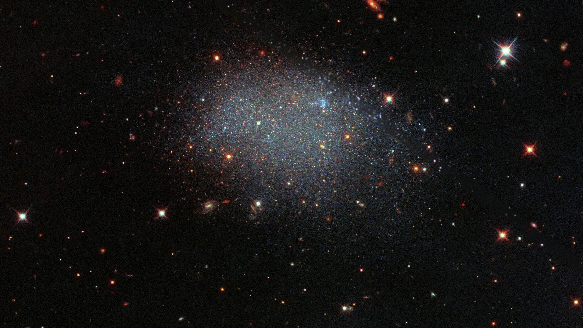 Карликовая галактика KK 246, также известная как ESO 461−036 - Sputnik Грузия, 1920, 26.09.2021