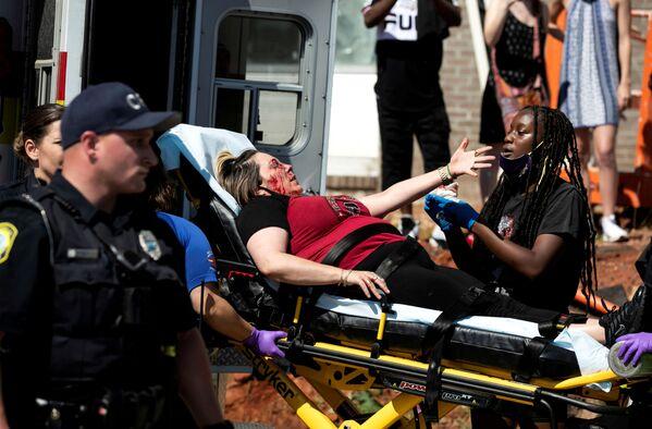 В результате расовых протестов, охвативших США, уже погибли более 20 человек. Тысячи получили ранения разной степени тяжести - Sputnik Грузия