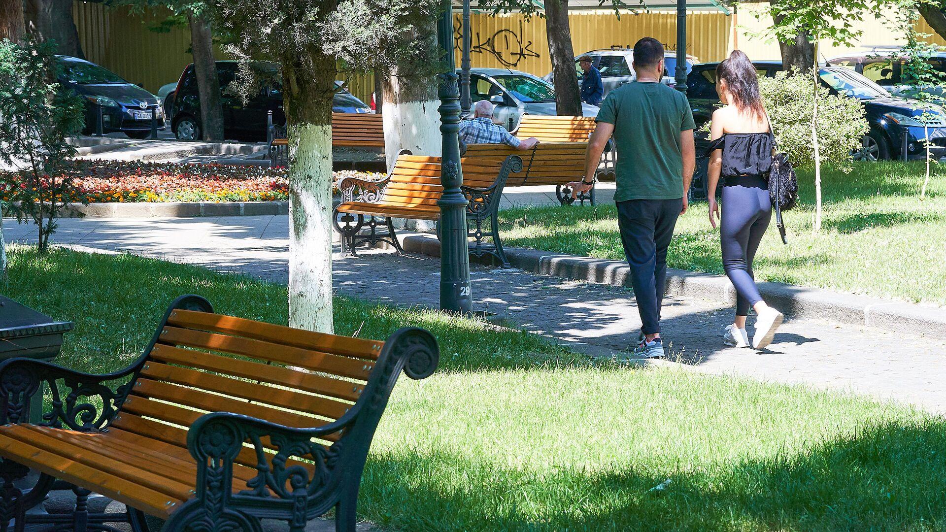 ახალგაზრდები პარკში - Sputnik საქართველო, 1920, 27.08.2021