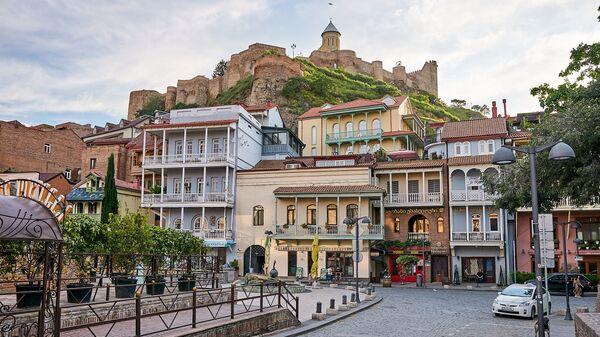 Район Абанотубани и вид на крепость Нарикала и старые дома в историческом центре Тбилиси - Sputnik Грузия