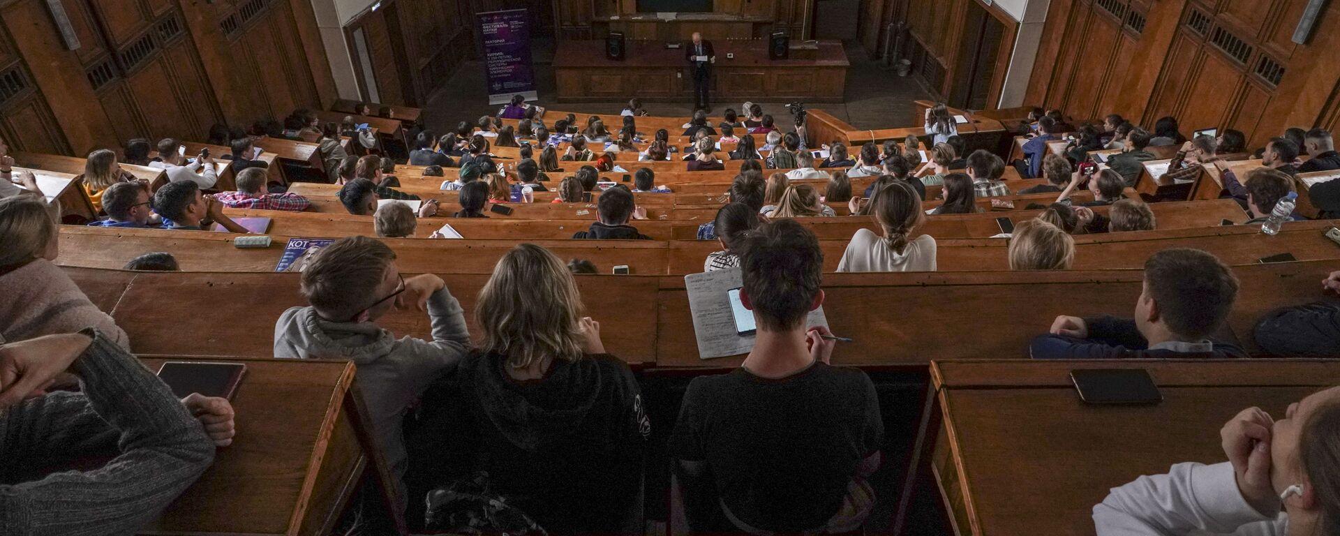 სტუდენტები ლექციაზე - Sputnik საქართველო, 1920, 02.09.2021