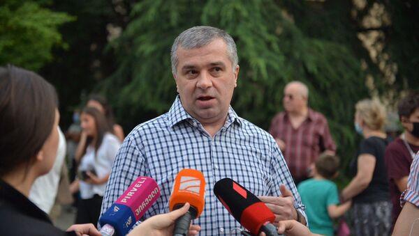 Акция протеста оппозиции у здания парламента 20 июня 2020 года. Давид Бакрадзе - Sputnik Грузия