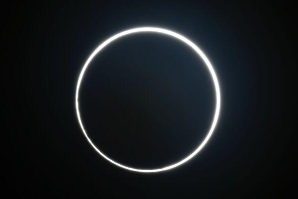 Первое в 2020 году солнечное затмение было кольцеобразным и совпало с днем летнего солнцестояния - Sputnik Грузия