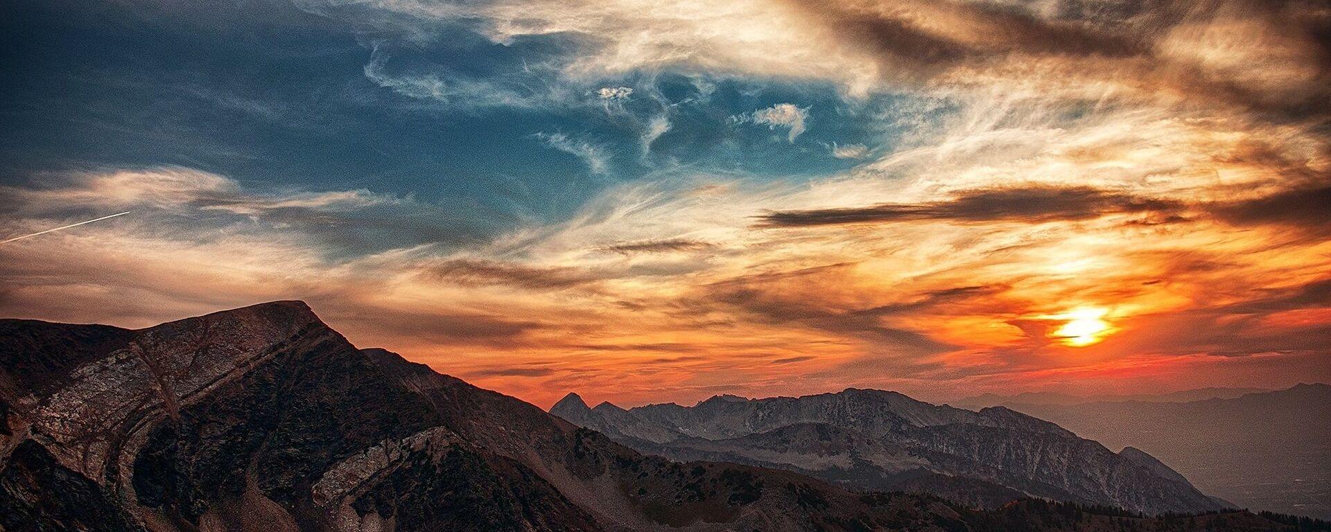Закат в горах и облака - Sputnik Грузия, 1920, 17.05.2021
