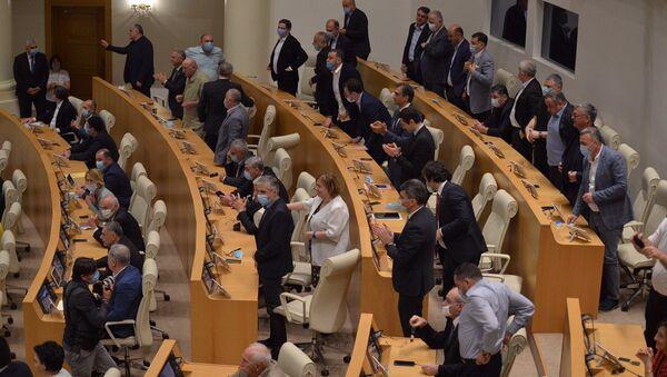 Парламент Грузии - депутаты в зале заседаний  - Sputnik Грузия