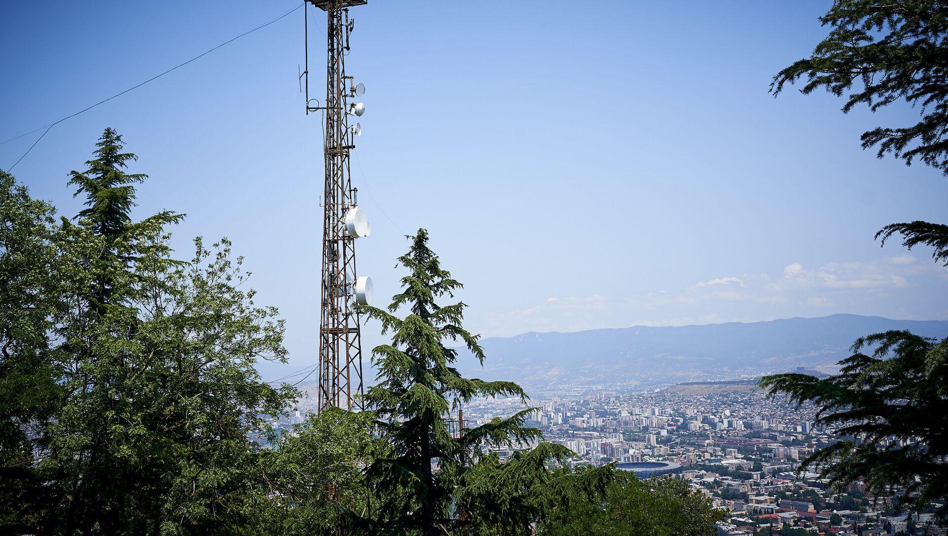 Вышка с передающими антеннами мобильной связи 4G - Sputnik Грузия, 1920, 03.07.2021